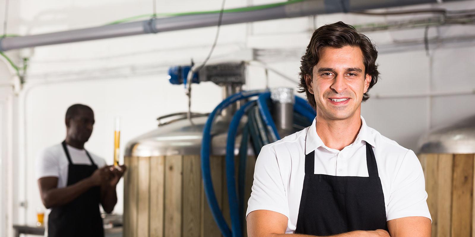 Arbeiter vor Brauerei